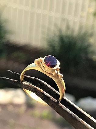 טבעת עם אבן חן טבעית גארנט