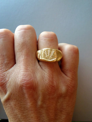 Unuaual Signet ring with barley and wheat engraving