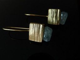 Notched cube earrings with Aquamarin