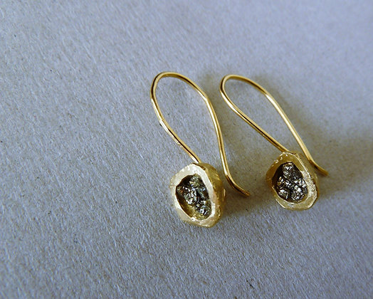 Gold earrings with natural gemstone