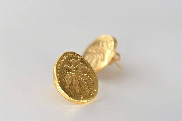 Gold stud earrings, vine leaf drawning