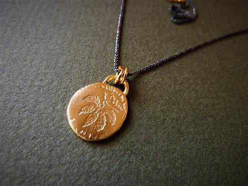 תליון מטבע עלה
