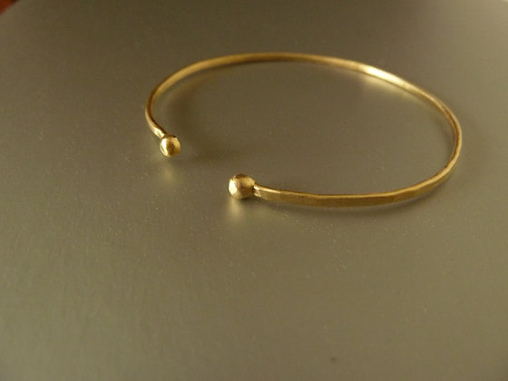 Hammered thin cuff bracelet, 18 kt gold plated with balls ending