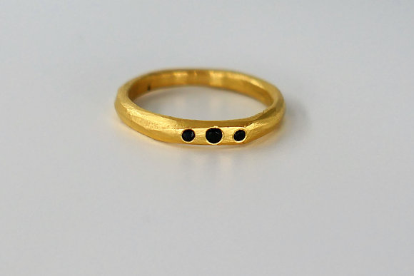 Gold band ring with 3 black Cubic Zirconia
