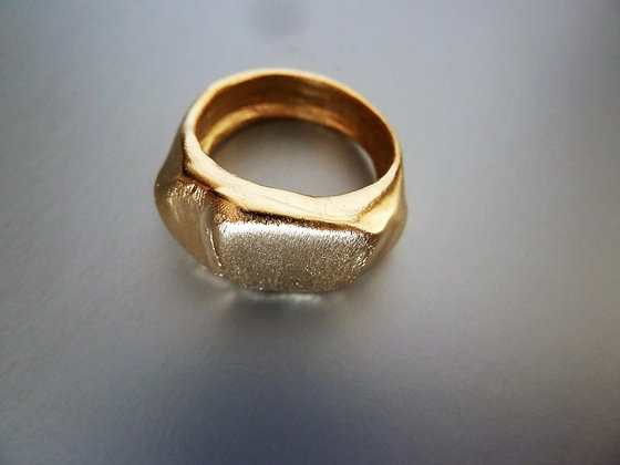 Textured signet ring