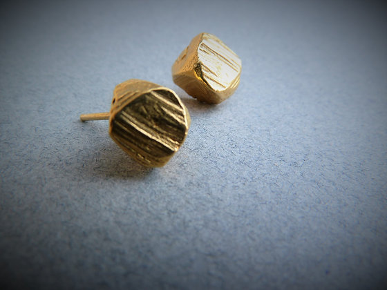 Small rock shape golden studs