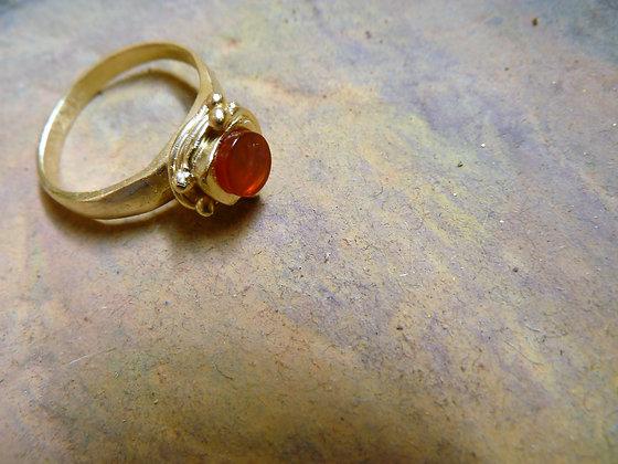 טבעת גולדפילד עם אבן קרניליאן