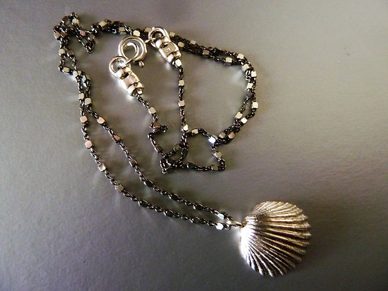 Silver shell necklace: silver pendant and black silver chain