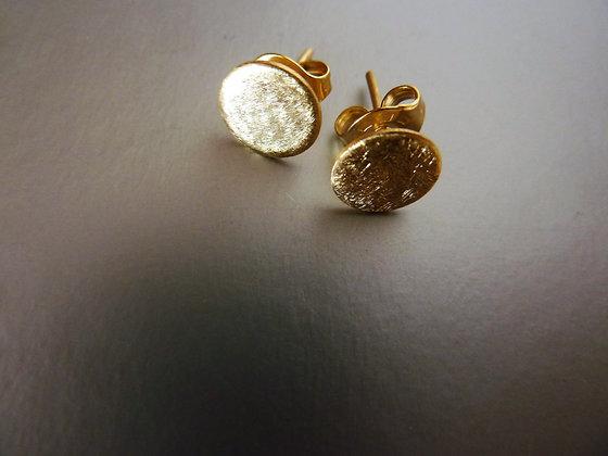 עגילי זהב עגולים בגימור מט צמודי אוזן