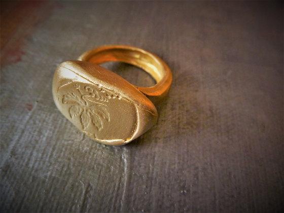 טבעת חותם גדולה סמל עלה מוזהבת