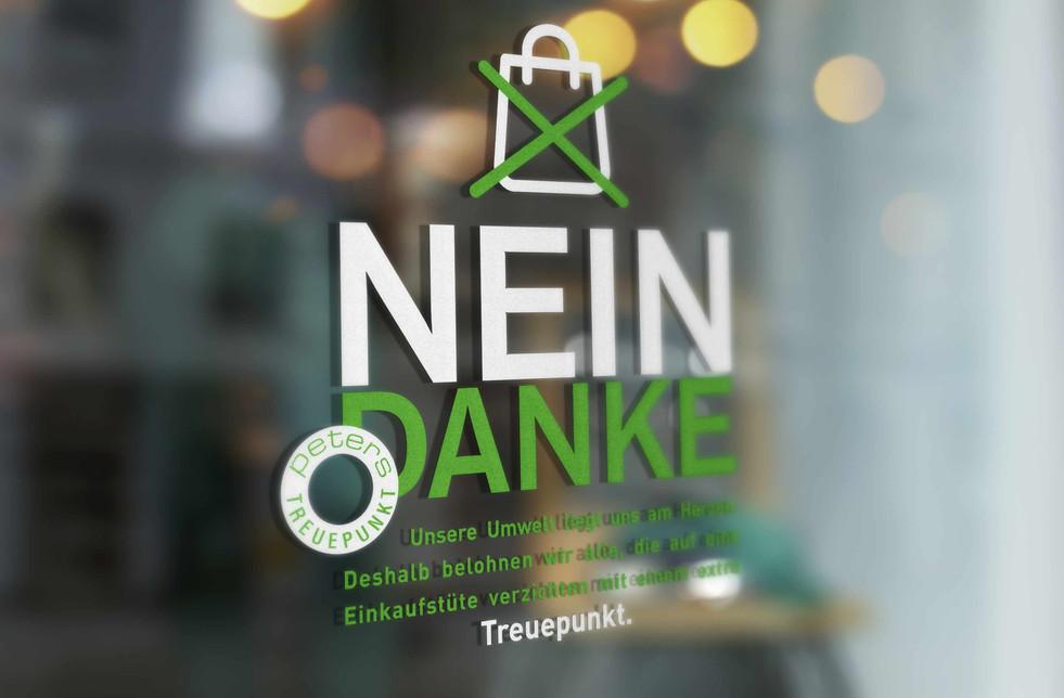 Kunde: Kaufhaus-Peters, Achern  Projekt: NEIN/DANKE, Keyvisual und Text  Umsetzung: Kundenstopper, Schaufensterbeschriftung