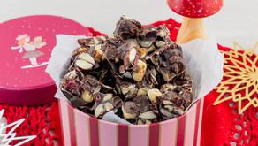 Sjokoladekube med nøtter og tranebær