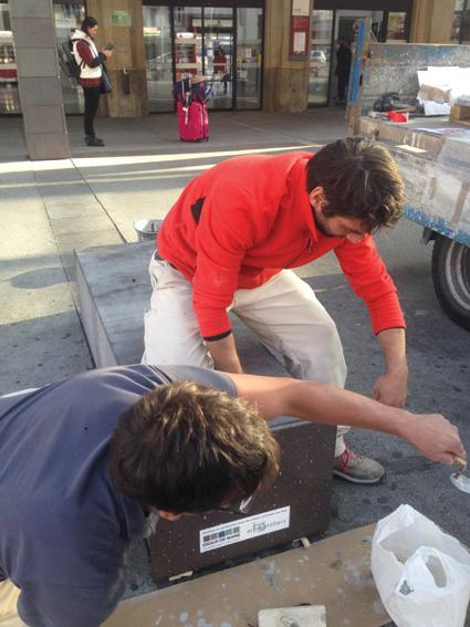 Mobilier urbain, lave émaillée