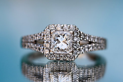 PRINCESS CUT DIAMOND ENGAGEMENT RING WITH HALO