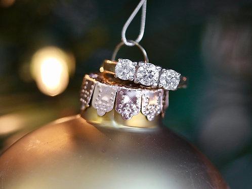 THREE STONE ROUND DIAMOND ENGAGEMENT RING