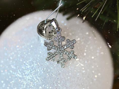 snowflake pendant, fashion jewelry, white gold, virginia beach jewelry store, hilltop pawn shop