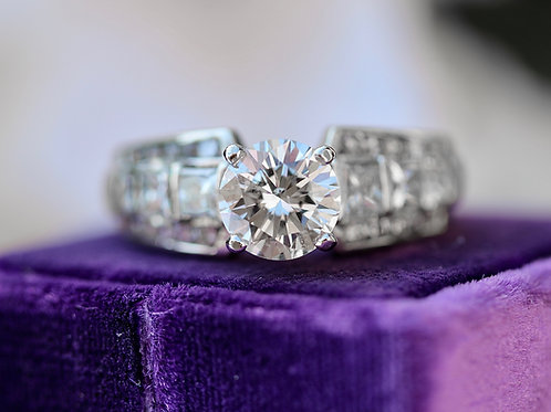 ROUND BRILLIANT CUT DIAMOND ENGAGEMENT RING WITH DIAMOND SHOULDER ACCENTS