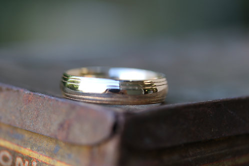 MENS YELLOW GOLD WEDDING BAND