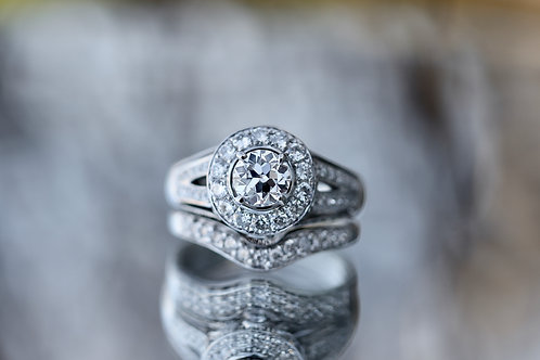 ROUND DIAMOND WEDDING SET WITH HALO