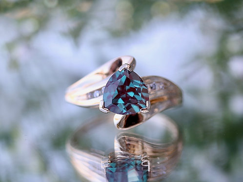 ALEXANDRITE AND DIAMOND FASHION RING