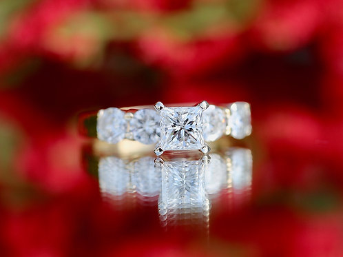PRINCESS CUT DIAMOND ENGAGEMENT RING WITH ROUND DIAMOND ACCENTS
