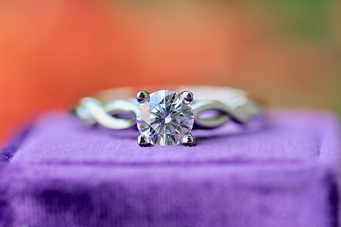 HEARTS ON FIRE ROUND SOLITAIRE ENGAGEMENT RING