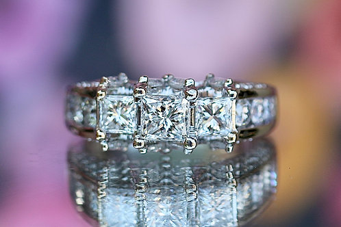 PRINCESS CUT & ROUND DIAMOND ENGAGEMENT RING