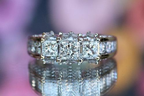 PRINCESS CUT & ROUND DIAMOND ENGAGEMENT RING