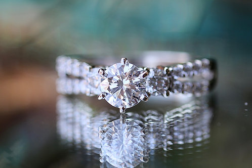 ROUND DIAMOND SPLIT BAND ENGAGEMENT RING