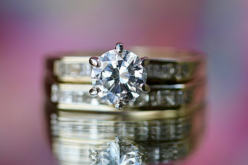 ROUND DIAMOND WEDDING SET WITH ACCENTS