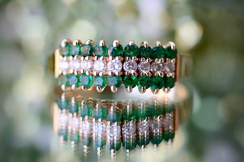 EMERALD AND DIAMOND PYRAMID FASHION RING