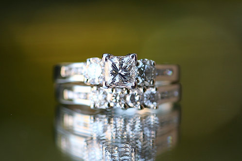 PRINCESS CUT & ROUND DIAMOND WEDDING SET