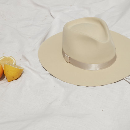 Timeless Hat Cream SS20