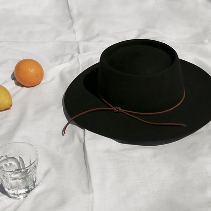 Hat Affair Black SS20
