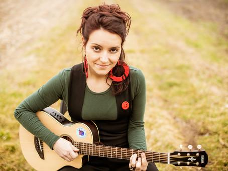 """La cantautrice Sue ci presenta """"Quello che ti pare"""": un brano contro la violenza sulle donne"""""""