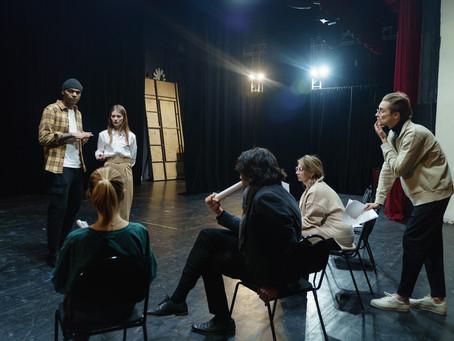 Giovani tornate a teatro senza paura, una nuova drammaturgia vi accoglierà | Mario Mattia Giorgetti