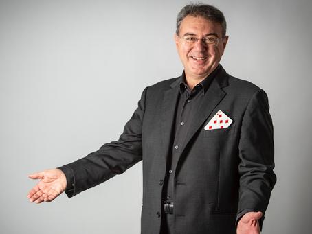 Intervista ad Aurelio Paviato, l'unico italiano campione del mondo di magia | INTERVISTA