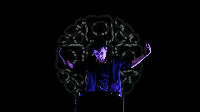L'artista anglo-italiano BEERCOCK si esibirà per la prima volta in una performance multimediale