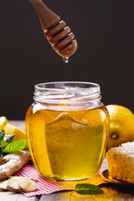front-view-honey-jar-with-dipper_23-2148