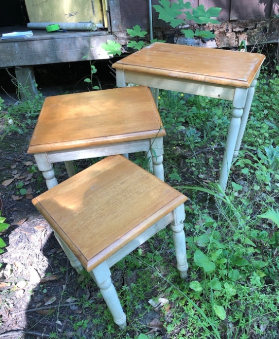 Set of 3 nesting side tables $30/set