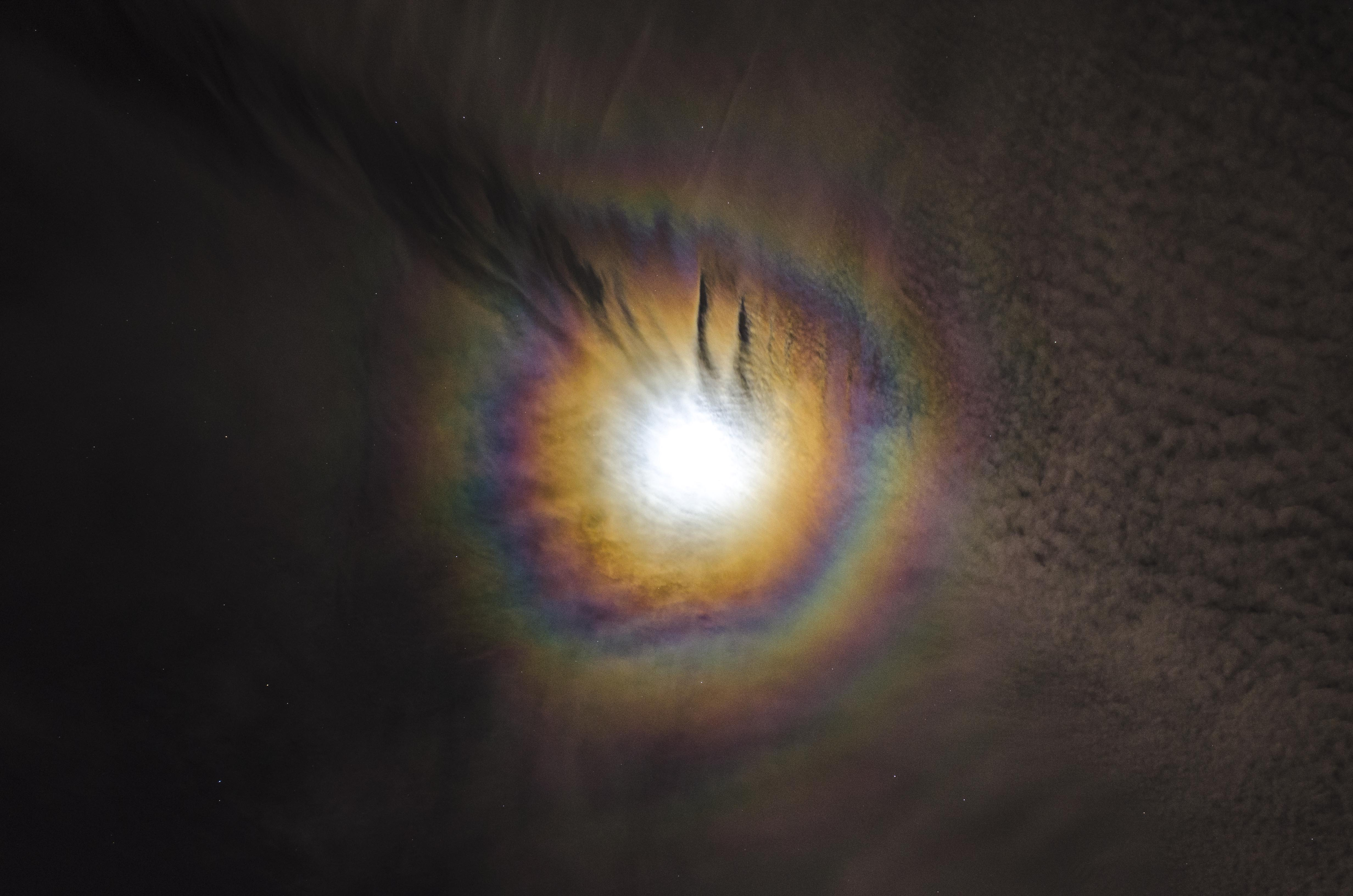 Lunar halo