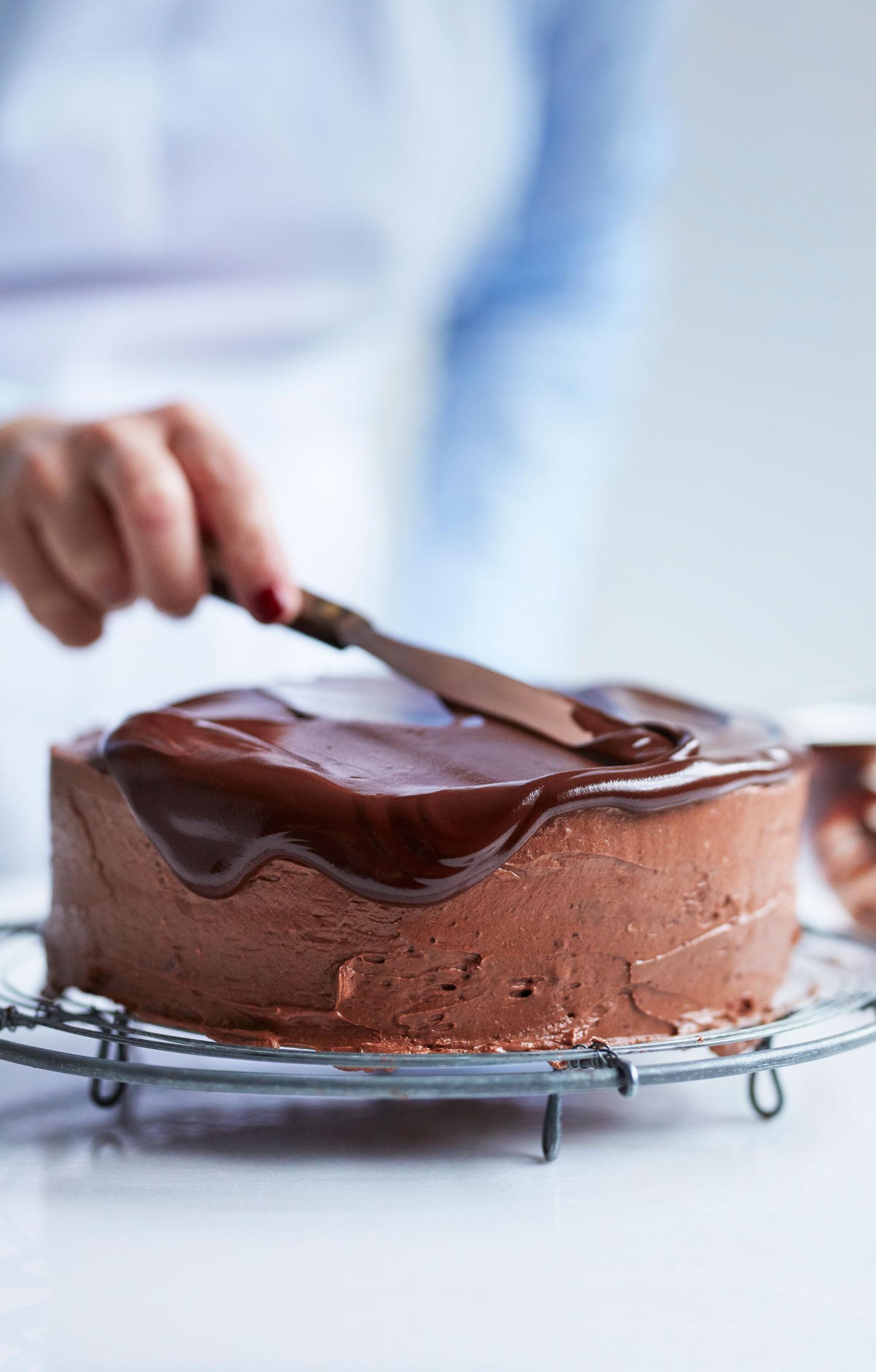Chocolate-cake-spreading copy