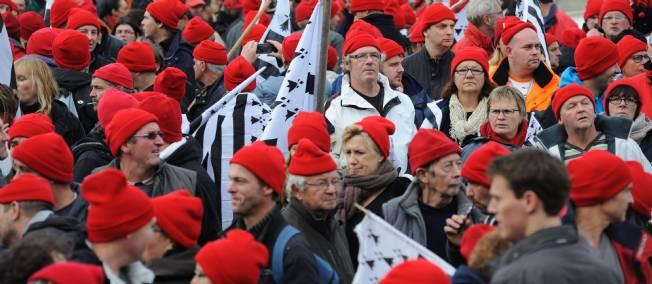 Chapeaux chinois et bonnets rouges