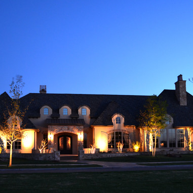 Dallas Landscape Lighting Warm and Elega