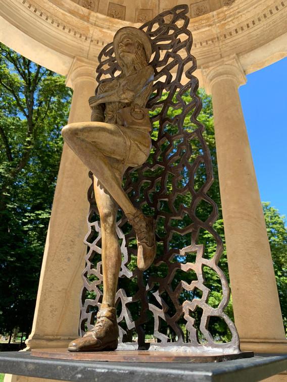 Sculpture femme debout