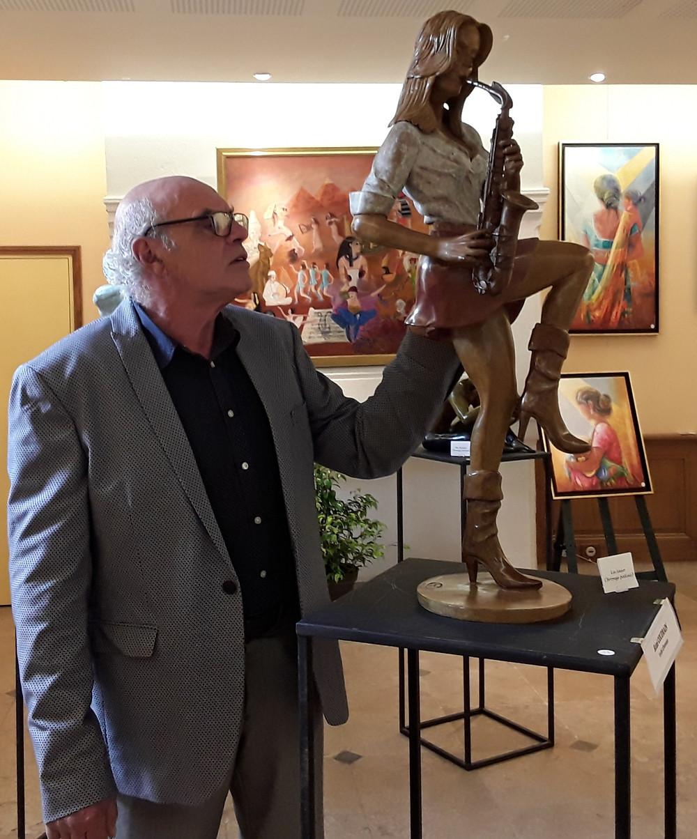 Sculpture bronze du corps humain la saxophoniste