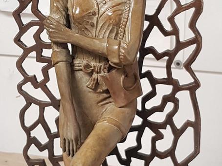 SUNNY: Sculpture jeune femme debout