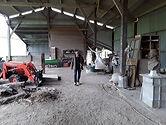 Rémi Coudrain dans son atelier dans la Sarthe