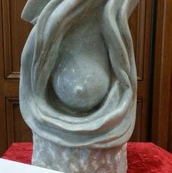 Un sein de marbre