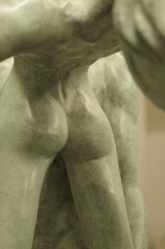 La cambrure du dos en bronze
